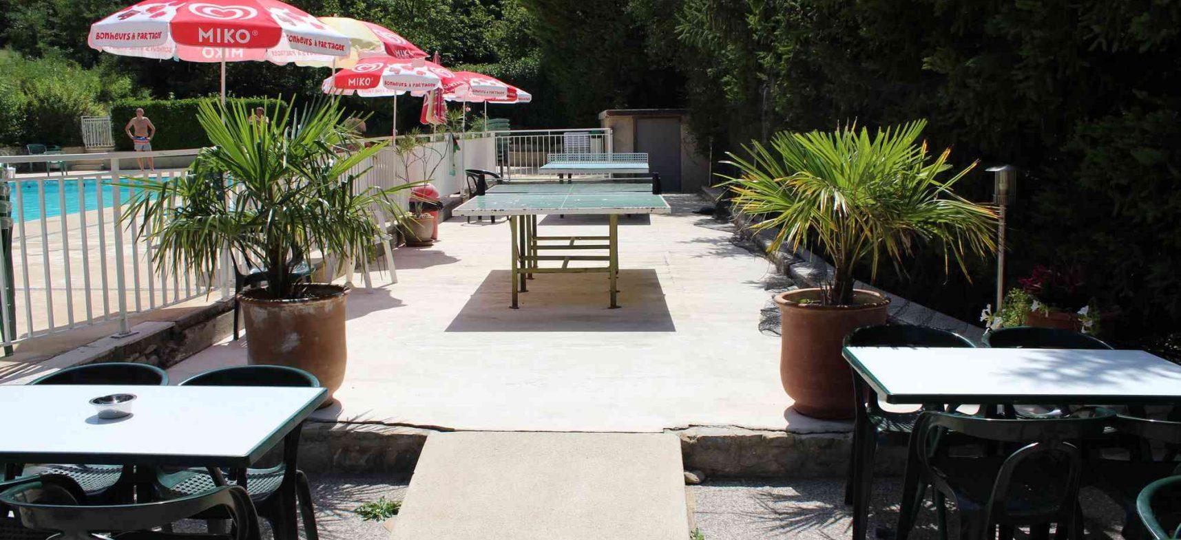 Camping La Poche : ping pong